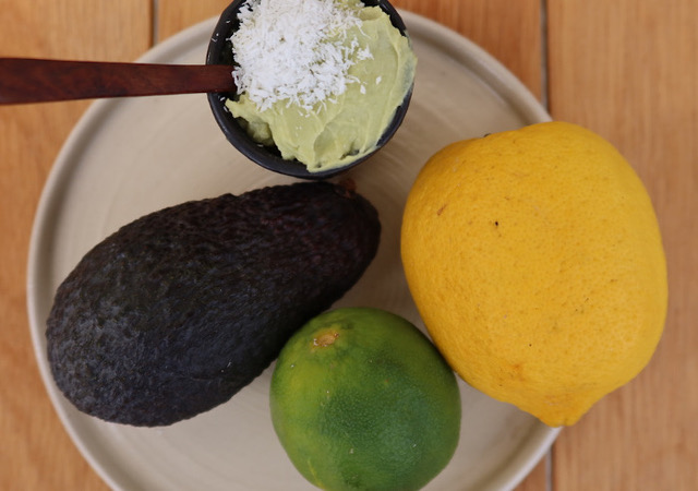 Gâteau cru Raw food avocat citron jaune citron lime