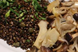 Lentilles vertes à l'ail des ours & poêlée de champignons